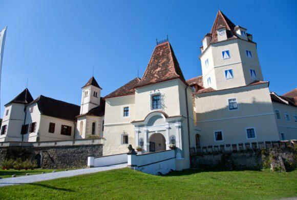 Kornberg Castle front view @Bardeau Photographer Franz Suppan