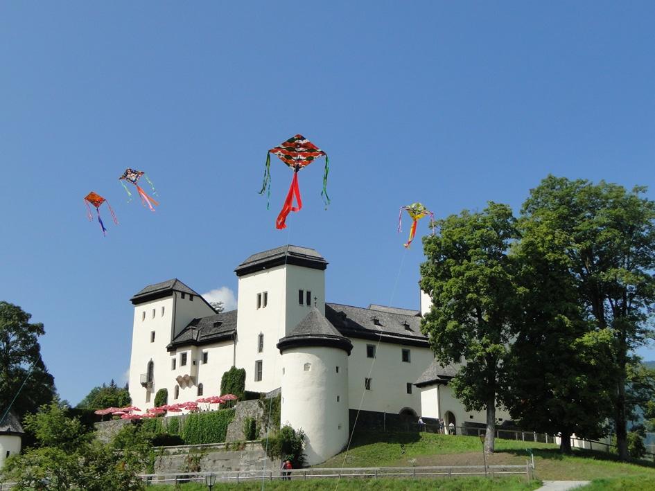Schloss klein FotoKVGoldegg KarinWenger1